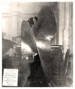 s.s. Normandie - Construction des hélices - Hélice au test de l`équilibrage