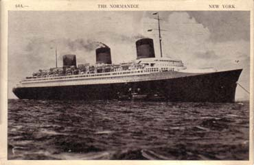 PAQUEBOT S.S NORMANDIE - CARTE POSTALE U.S.A CLASSIQUE NOIR ET BLANC - EDITEUR : MANHATTAN POST CARD PUBLISHING CO. - REF. SITE : MAN-PCE 1-64A-1 PSB