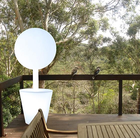 Lampe `333` en terrasse