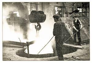 s.s. Normandie - Préparation d`une coulée de bronze