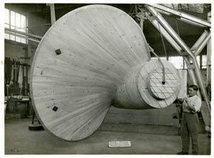 S.S NORMANDIE - S.P.C.N (Société Provençale de Construction Navale) - Photo 2 - Modèle d`hélice en construction